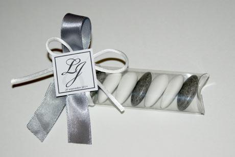 ballotin mariage mini bonbonni re stikers initiales. Black Bedroom Furniture Sets. Home Design Ideas